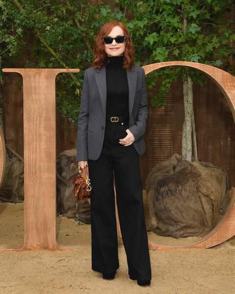 Isabelle Huppert, élégante avant le défilé printemps-été 2020 Dior.