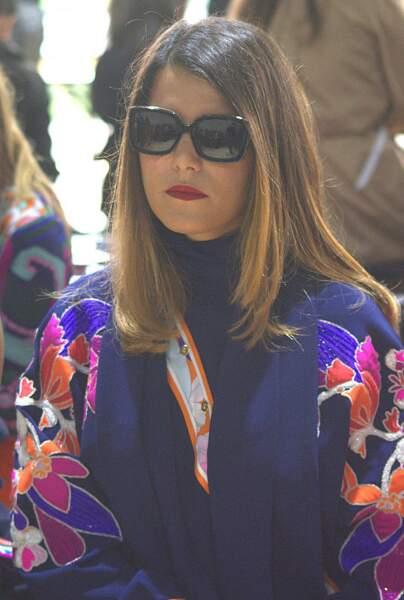 Karine Ferri trouve-t-elle le temps long ? En tout cas, elle a la classe dans sa robe inspiration Asie