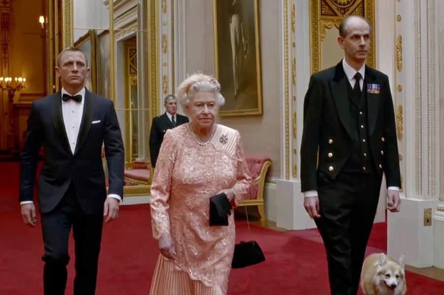 Quand la reine Elisabeth II a joué la comédie au côté de James Bond