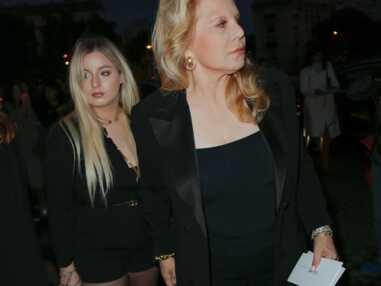 Sylvie Vartan et sa fille Darina au défilé Celine… Laeticia Hallyday grande absente de la Fashion Week