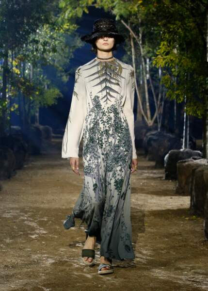Les robes Dior sont pensées comme des talismans, vectrices d'énergies aux ondes positives.