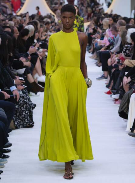 La couleur anis s'empare de Valentino : osée et glamour à la fois.