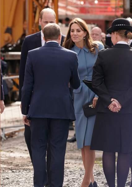 Lors de cette journée, Kate Middleton arborait un look très chic en manteau bleu Alexander McQueen