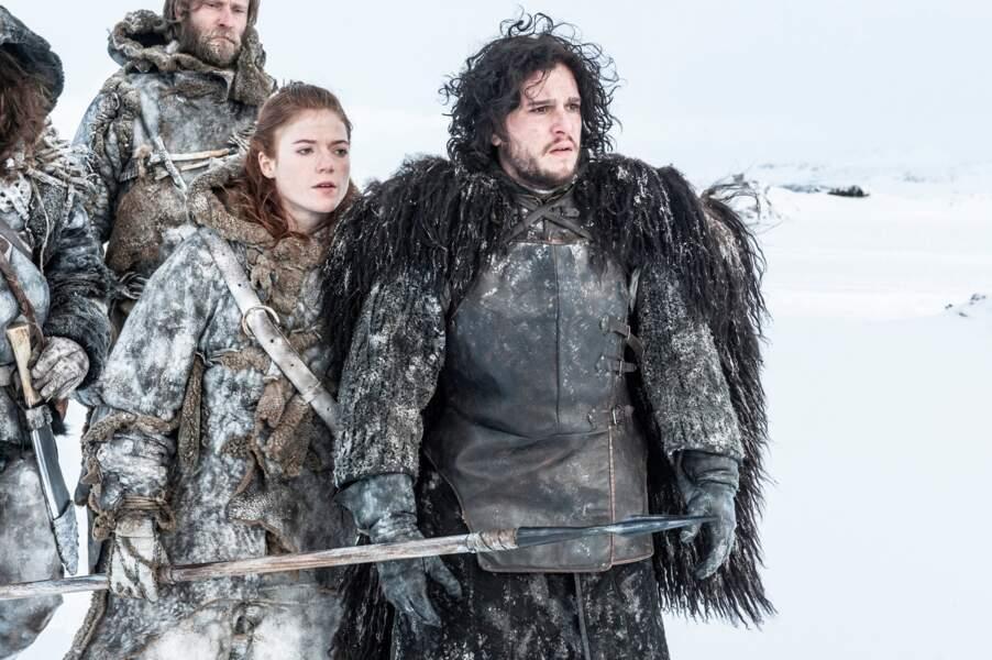 """Les acteurs Kit Harington et Rose Leslie dans la série """"Game of Thrones"""", en 2012"""