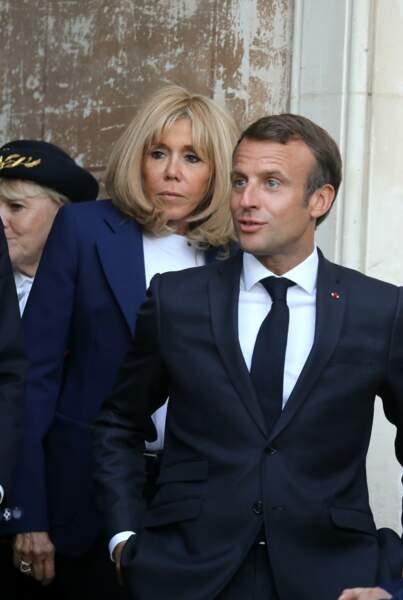 Brigitte Macron est toujours présente pour soutenir son mari, ici au château de By le 20 septembre.