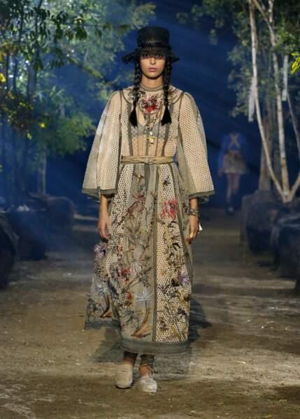 Le raphia et les broderies végétales étaient au centre du show Dior.