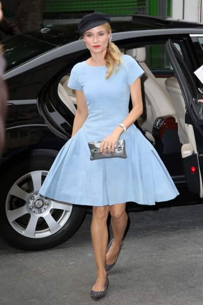 Pour un look romantique, on copie Diane Kruger et sa queue-de-cheval basse de côté