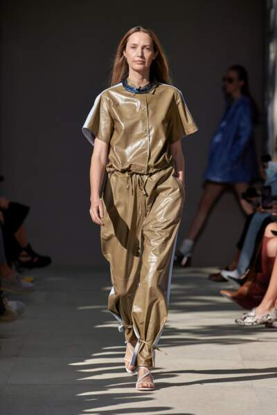 TENDANCE CHOCOLAT : Salvatore Ferragamo propose de revoir la notion de khaki vers une couleur plus chocolatée.