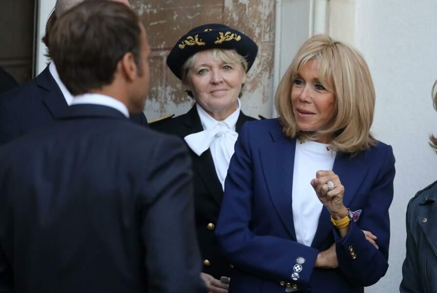 Brigitte Macron en plein échange avec son époux Emmanuel Macron, en Seine-et-Marne, le 20 septembre.