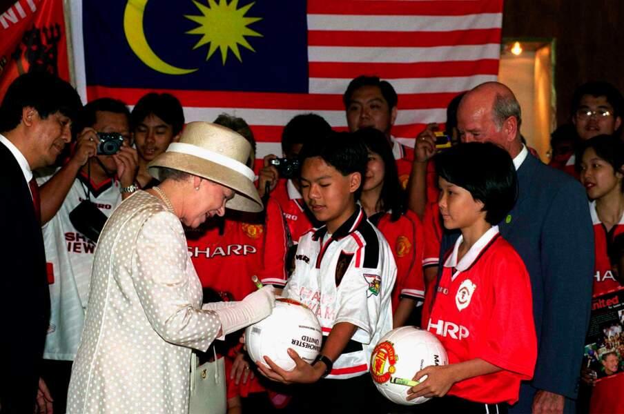 Quand la reine Elisabeth II a signé un autographe