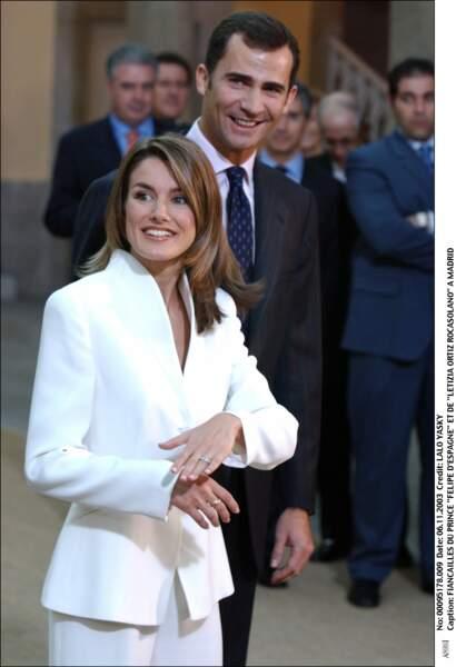 Felipe d'Espagne et Letizia Ortiz le jour de l'annonce de leurs fiançailles, en 2003 à Madrid
