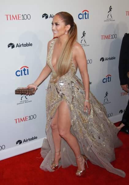 On aime la queue-de-cheval basse extra lisse de Jennifer Lopez