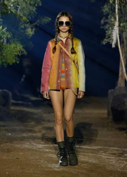 L'arc en ciel pastel et le tie & die reviennent pour une saison seventies signée Dior.