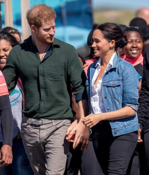 Meghan Markle et le prince Harry toujours très affectieux et main dans la main
