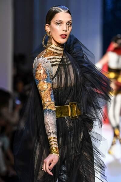 Iris Mittenaere radieuse avec un make-up gold très inspiré pour Jean Paul Gaultier
