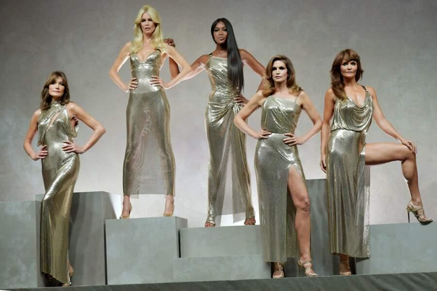 """Donatella Versace et ses """"girls"""" en hommage à Gianni Versace"""