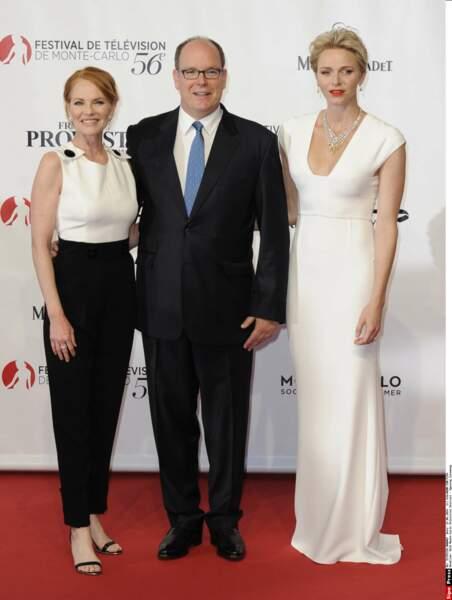 Albert et Charlène de Monaco avec l'actrice Marg Helgenberger, qui a reçu la Nymphe de cristal
