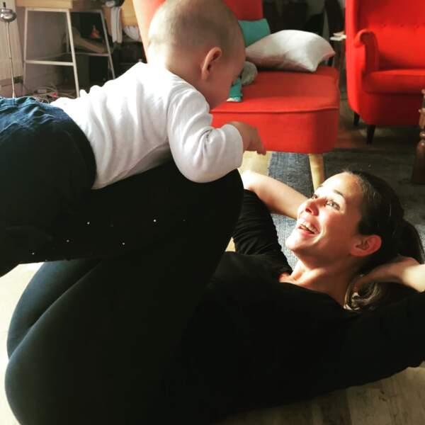 Lucie Lucas, jeune maman active et radieuse avec son fils Milo, né le 9 mars 2018