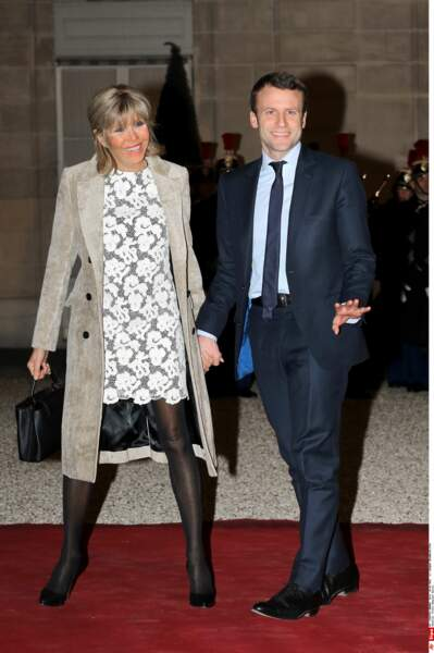 De la dentelle, de la transparence, madame Macron fait dans la finesse