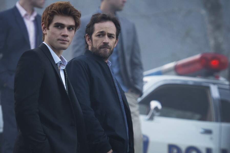 """Depuis 2017, Luke Perry interprétait le rôle de Fred Andrews dans la série """"Riverdale"""" diffusée sur Netflix"""