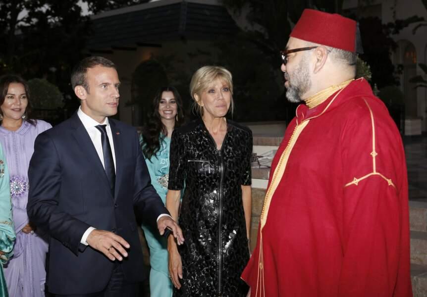 14 Juin 2017  :Brigitte Macron en robe sur-mesure noire Louis Vuitton au Maroc