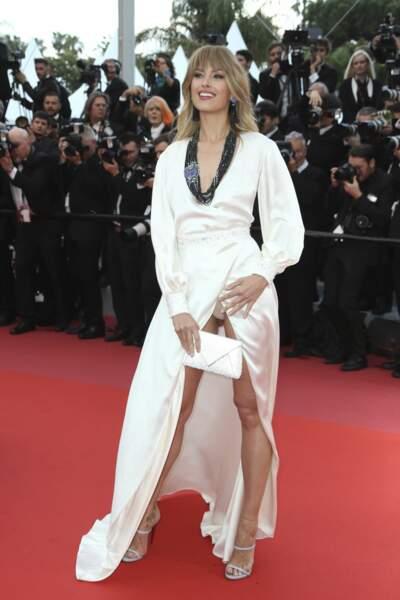 Elle portait une robe Andrès Acosta...