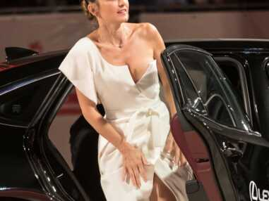 Julie Gayet magnifique et très séduisante en robe fendue à la Mostra de Venise