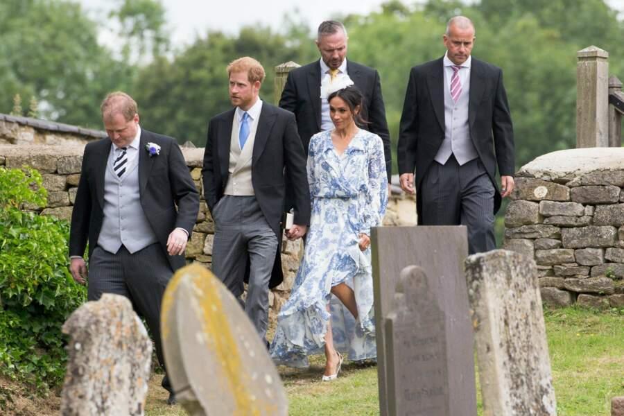 Meghan Markle, en robe à fleurs loose Oscar de la Renta lors du mariage de Celia McCorquodale le 16 juin 2018