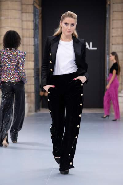 Amber Heard défilait pour la première fois pour le show L'Oréal Paris