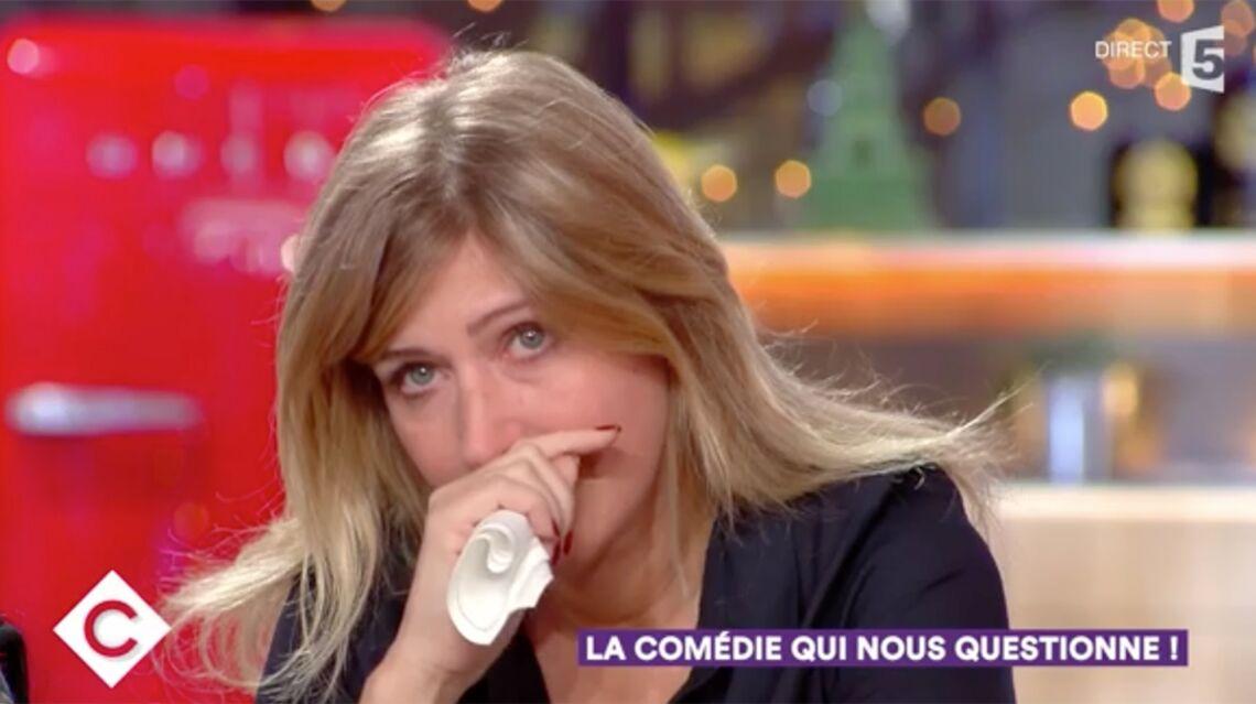 VIDÉO – Amanda Sthers en larmes quand elle évoque la maladie de Johnny Hallyday
