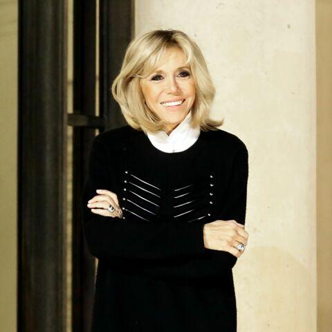 PHOTOS – Quand Brigitte Macron adopte le même sac que Julie Gayet