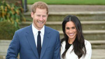 PHOTOS – Pour sa première photo officielle avec son fiancé le prince Harry, Meghan Markle sublime en trench blanc et escarpins nude