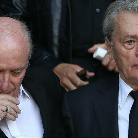 EXCLU GALA – «Il me soutenait», Pascal Desprez revient sur sa photo avec Alain Delon aux obsèques de Mireille Darc