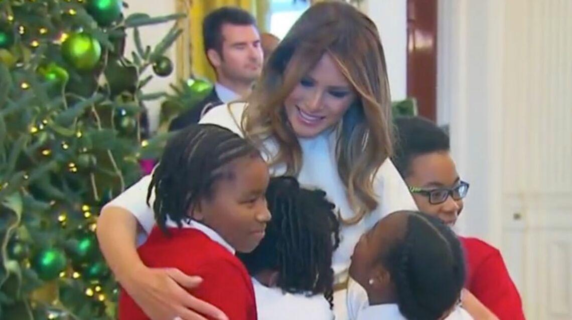 VIDEO – Melania Trump reçoit des enfants à la Maison Blanche pour Noël, ils sont fans d'elle: «Elle ressemble à un ange»