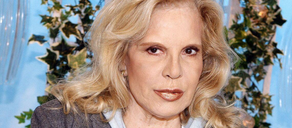 Coup dur dans le clan Hallyday: Sylvie Vartan endeuillée, la chanteuse a perdu sa belle-mère
