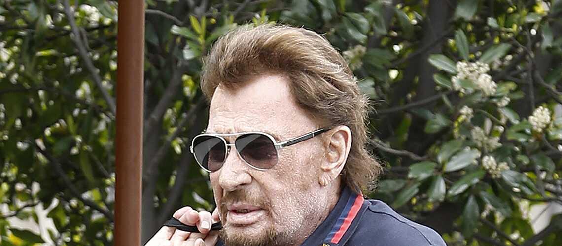 Johnny Hallyday victime d'une odieuse rumeur, pendant ce temps là le chanteur regardait un film avec des amis