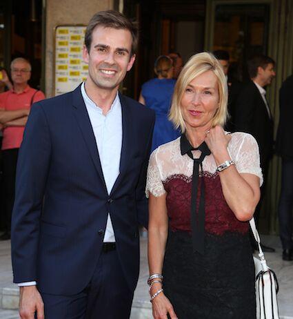 A droite Karine Fauvet, présentatrice météo sur LCI  et à sa gauche le journaliste Jean-Baptiste Marteau