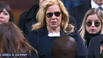 Hommage à Johnny Hallyday: Sylvie Vartan très éprouvée, épaulée par sa fille Darina