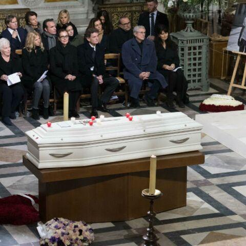 PHOTOS – Découvrez pourquoi le cercueil de Johnny Hallyday est blanc