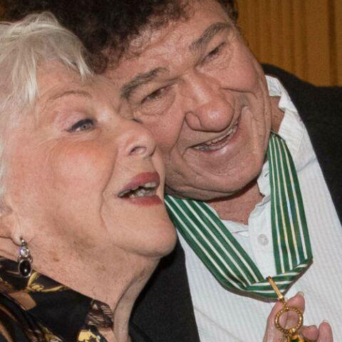 PHOTOS – Line Renaud et Patrick Bruel ont retrouvé le sourire: après l'émotion de l'hommage à Johnny Hallyday, ils saluent leur ami Robert Charlebois