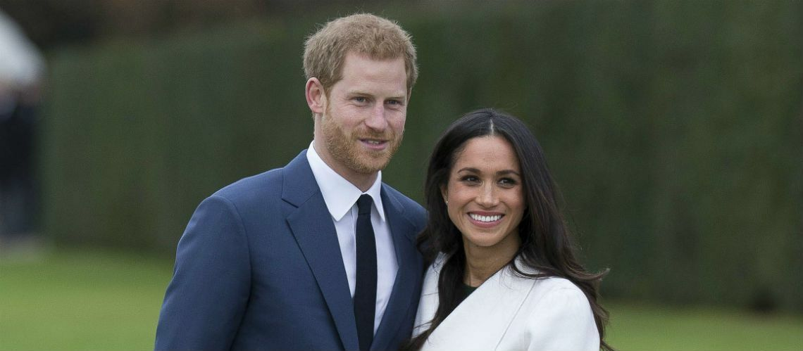 PHOTOS – Meghan Markle : en robe de bal transparente pour sa photo officielle de fiançailles avec le prince Harry