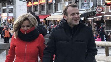 PHOTOS – Brigitte Macron en doudoune rouge au ski: élégante même à la montagne