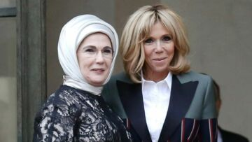 PHOTOS – Brigitte Macron, ultra stylée, ose le blazer Louis Vuitton bicolore