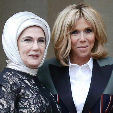 PHOTOS – Brigitte Macron, ultra stylée, ose le blazer Louis Vuitton bicolore