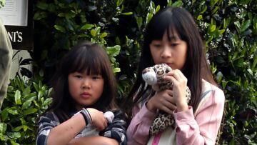 Jade et Joy Hallyday retirées de l'école: elles rentraient à la maison les yeux rougis