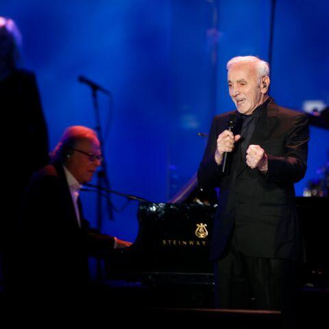 """VIDÉO: Le tendre souvenir de Charles Aznavour, lorsqu'il vivait avec Johnny Hallyday: """"On chantonnait ensemble"""""""