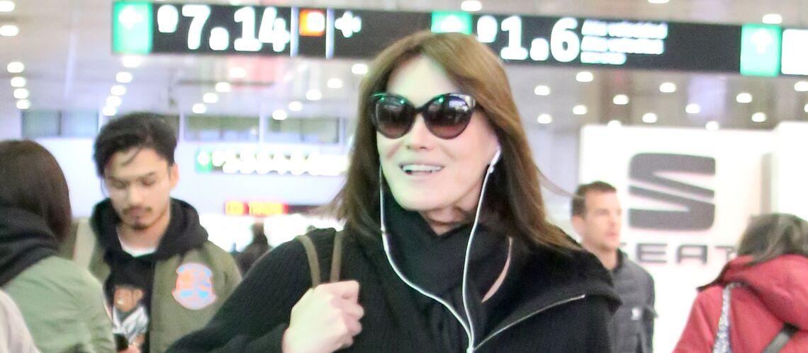 PHOTO – Carla Bruni-Sarkozy fait pipi debout… Le jour où elle «aurait aimé être un homme»