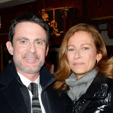 PHOTOS – Manuel Valls tout sourire au bras d'Anne Gravoin pour une sortie en amoureux