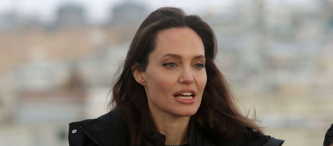 PHOTOS – Angelina Jolie emmène ses deux filles Zahara et Shiloh dans un camp de réfugiés en Jordanie