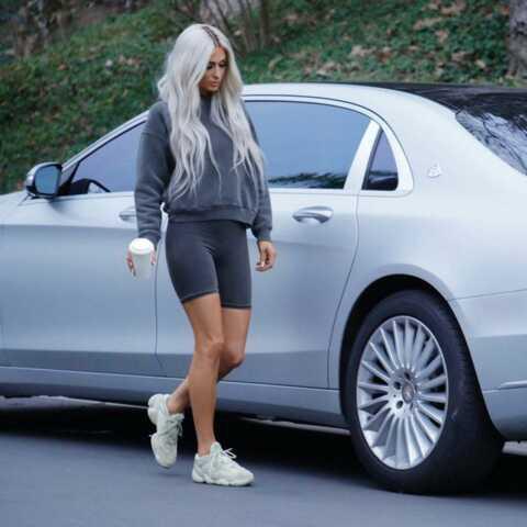 PHOTOS – Kim Kardashian: des clones de la star envahissent les rues de Los Angeles
